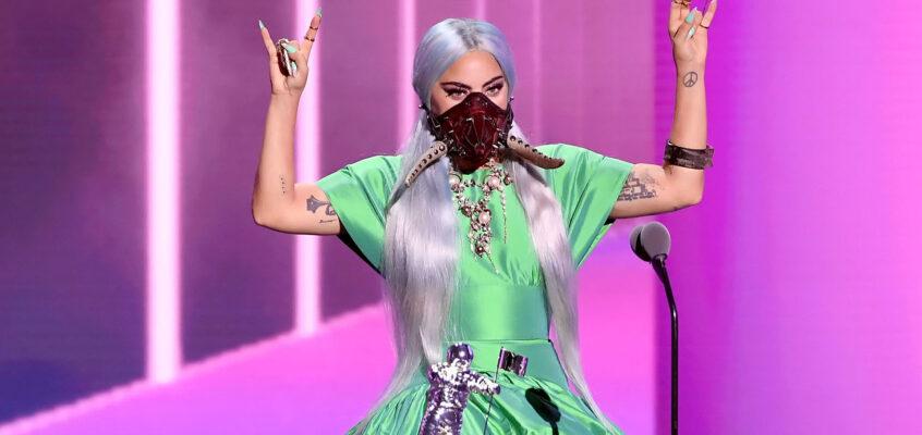 Lady Gaga ispira i fan con mascherine iconiche: scopri i suoi outfit