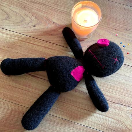 Come Usare una Bambola Voodoo Rosa