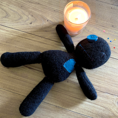 Come Usare una Bambola Voodoo Blu