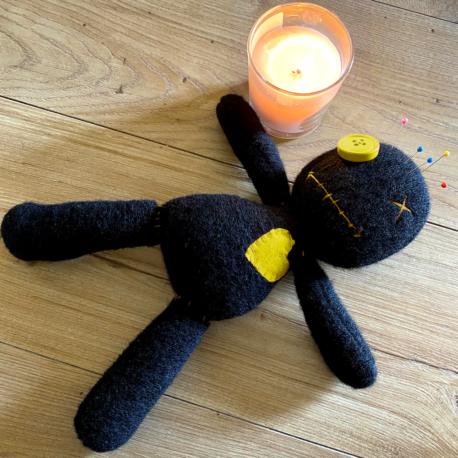 Come Usare una Bambola Voodoo Giallo