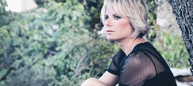 Chiara Ragnini: Tra le foglie è il nuovo singolo