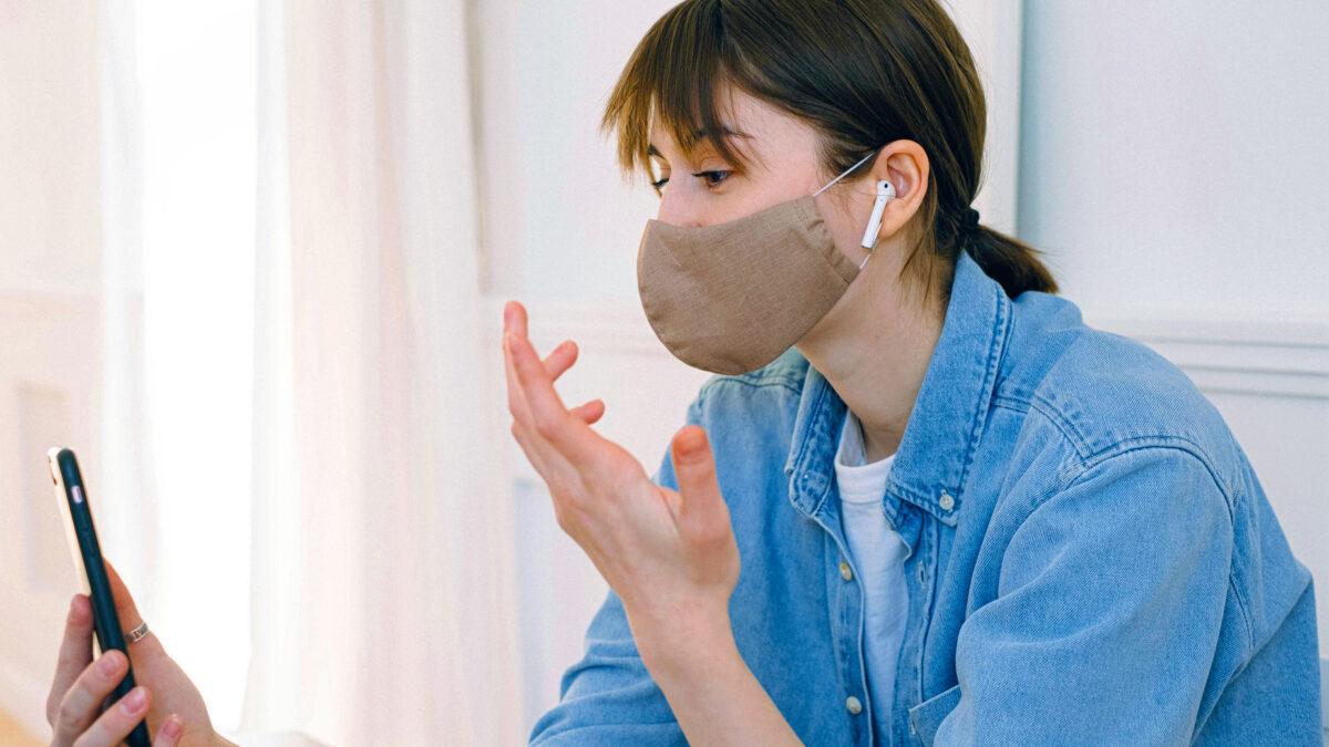 Le mascherine chirurgiche riducono i contagi fino al 50%