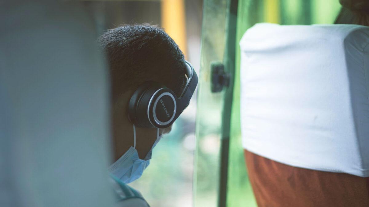 MaschaMascherine con auricolari integrati: proteggersi con la musica.erine con auricolari integrati