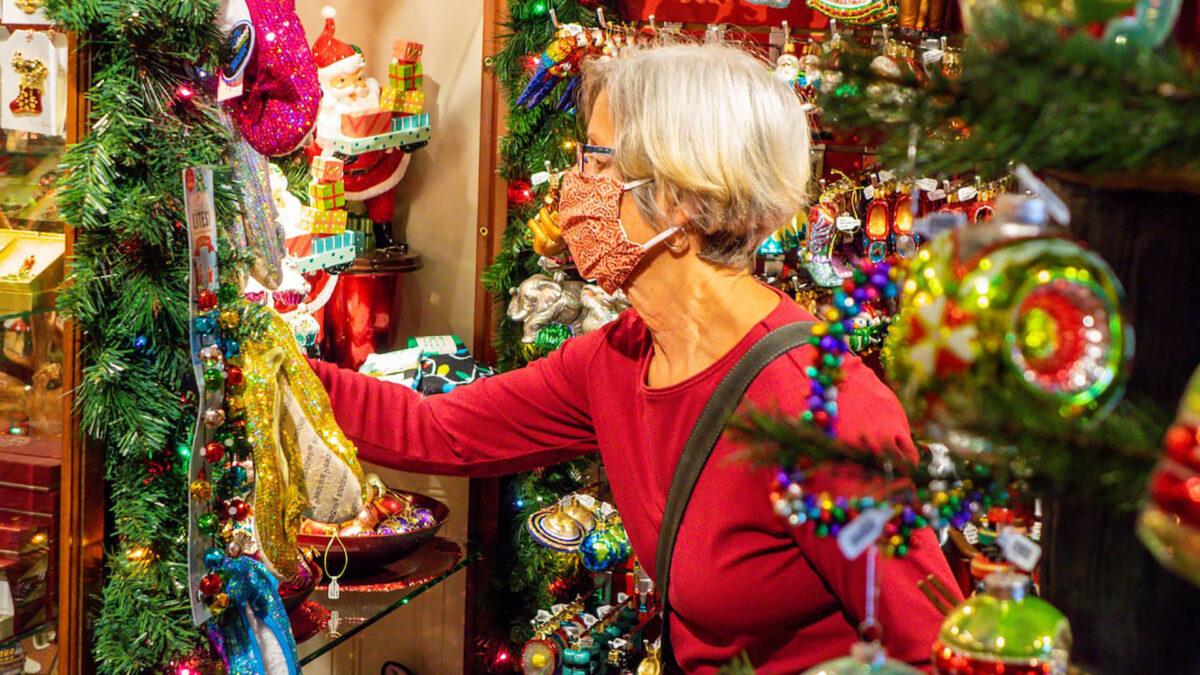 Shopping natalizio 2020 come cambiano le abitudini degli italiani