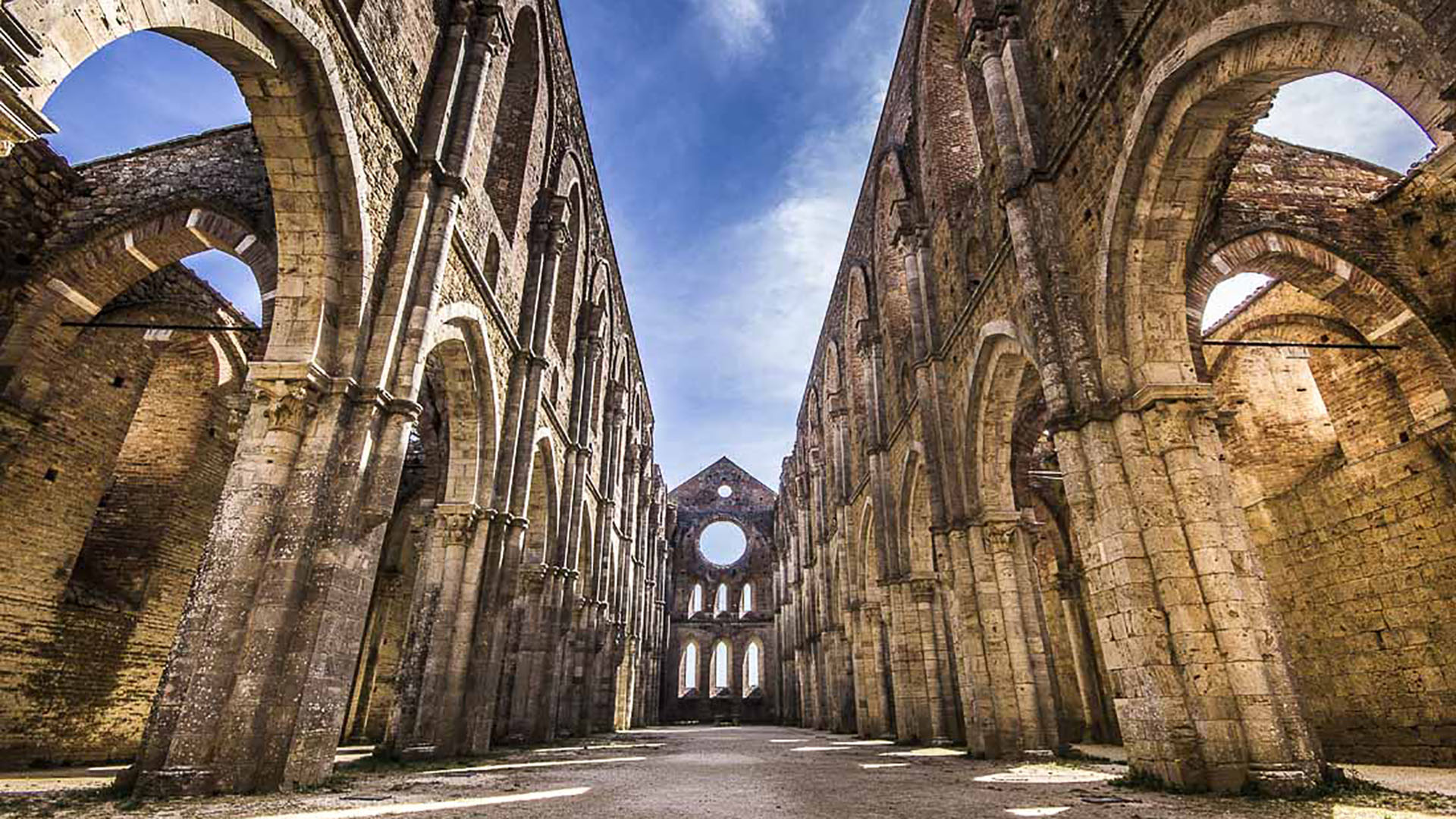 Abbazia di San Galgano: la Chiesa Senza Tetto