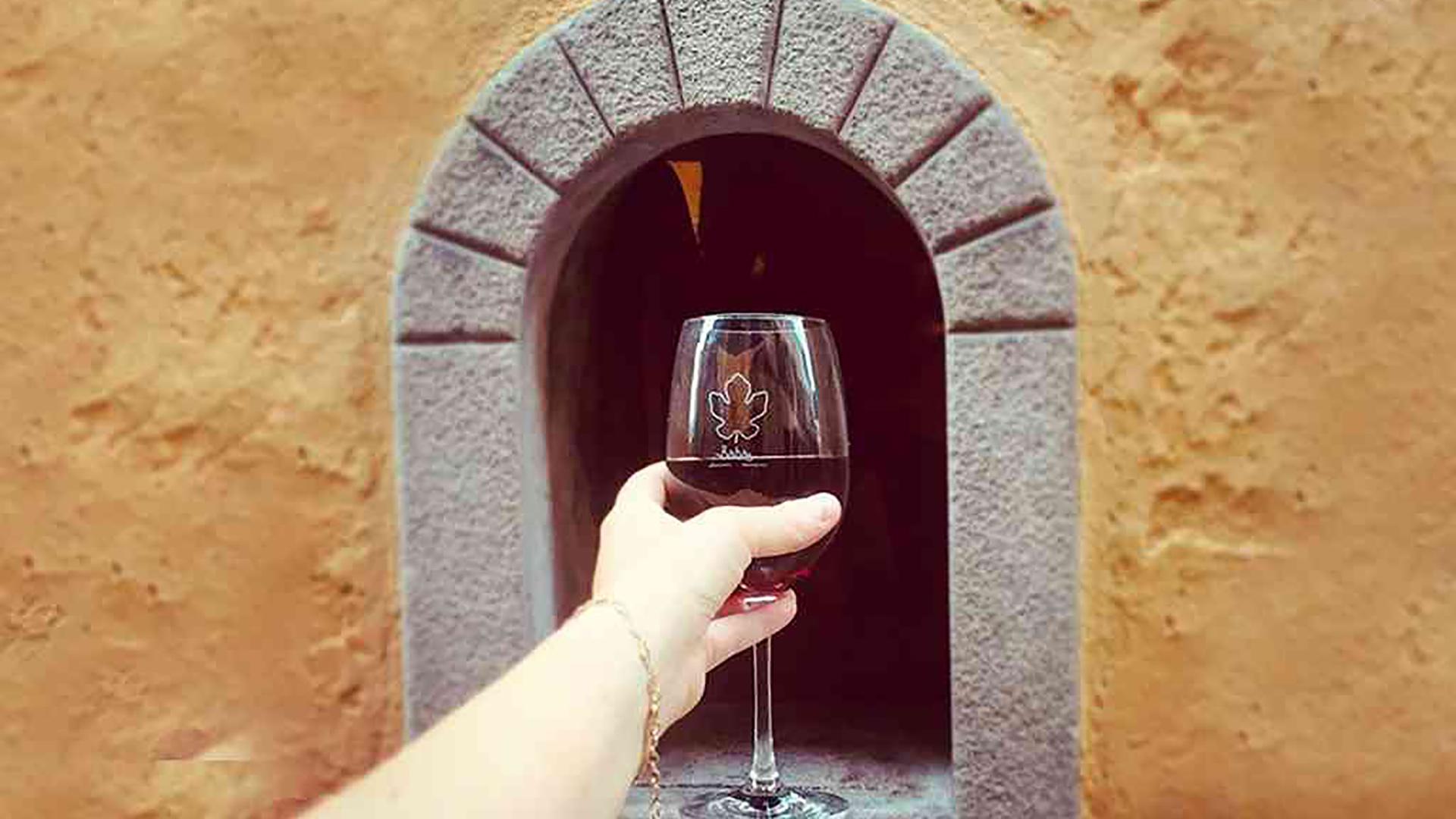 Storia delle buchette del vino a Firenze, riaperte per il covid