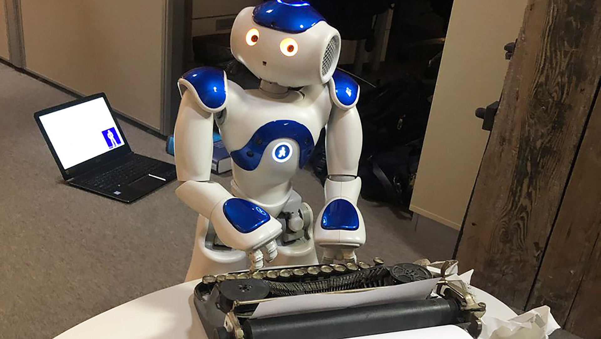 Un'opera teatrale scritta interamente da robot: vi presentiamo THEaiTRE