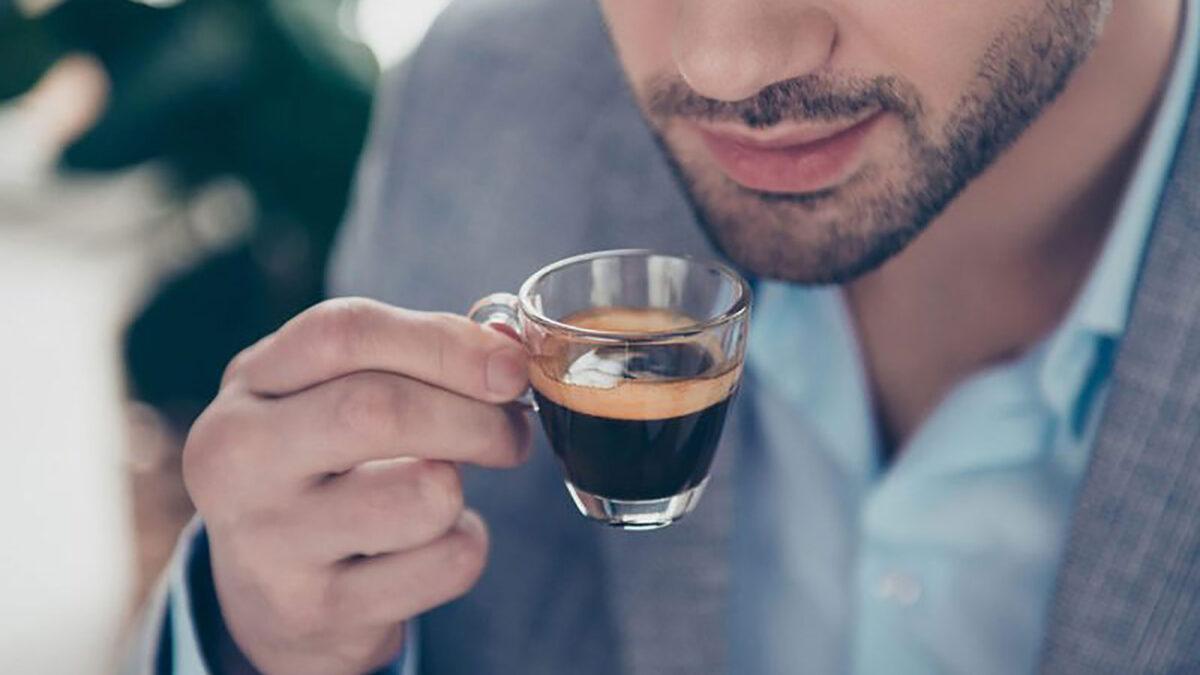 Regole principali per servire e degustare il caffè