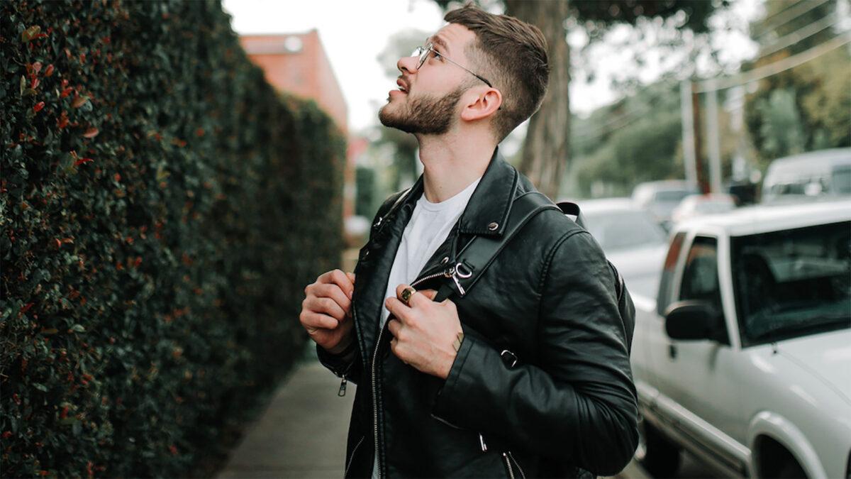 Non sai come abbinare una giacca di pelle nera? Ecco 4 outfit originali