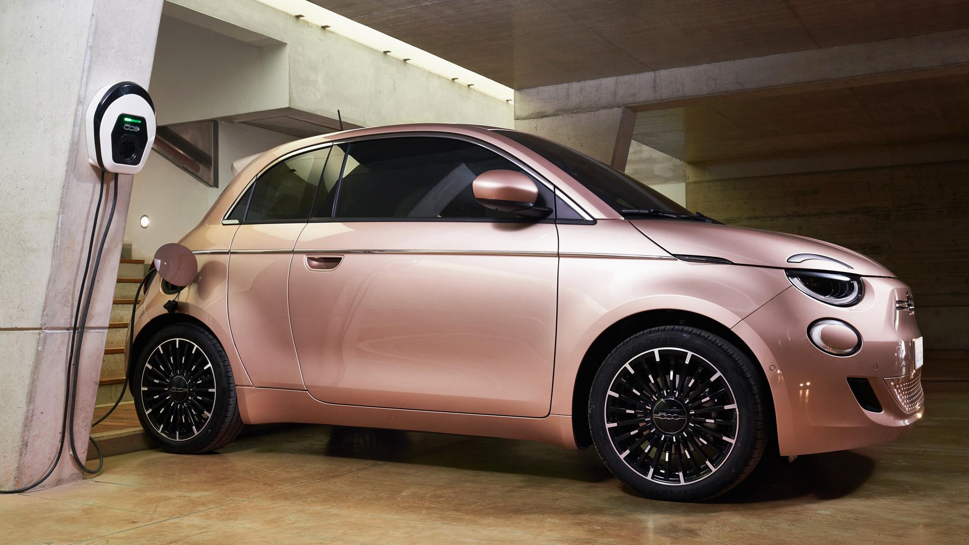 City car green: il glamour tecnologico dell'intramontabile Fiat 500