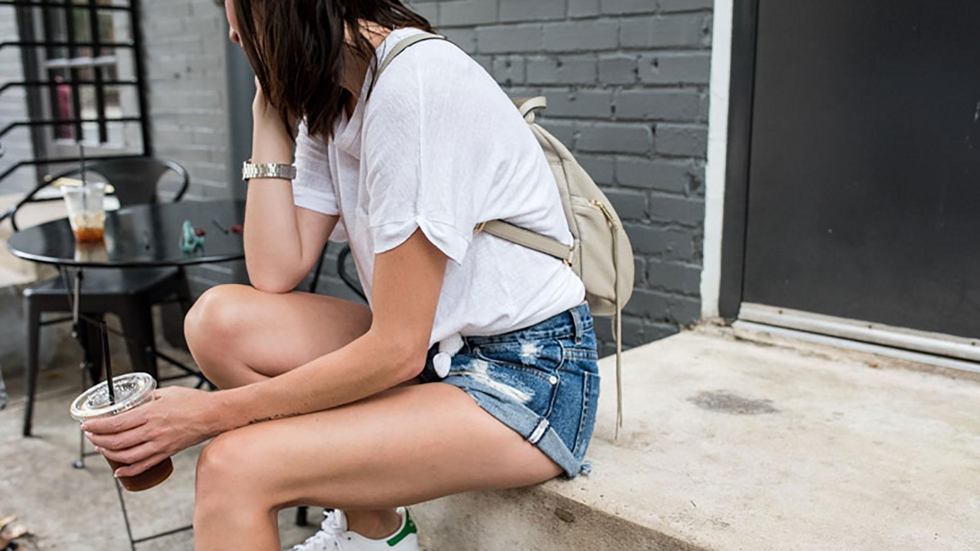 pantaloncini jeans con t-shirt