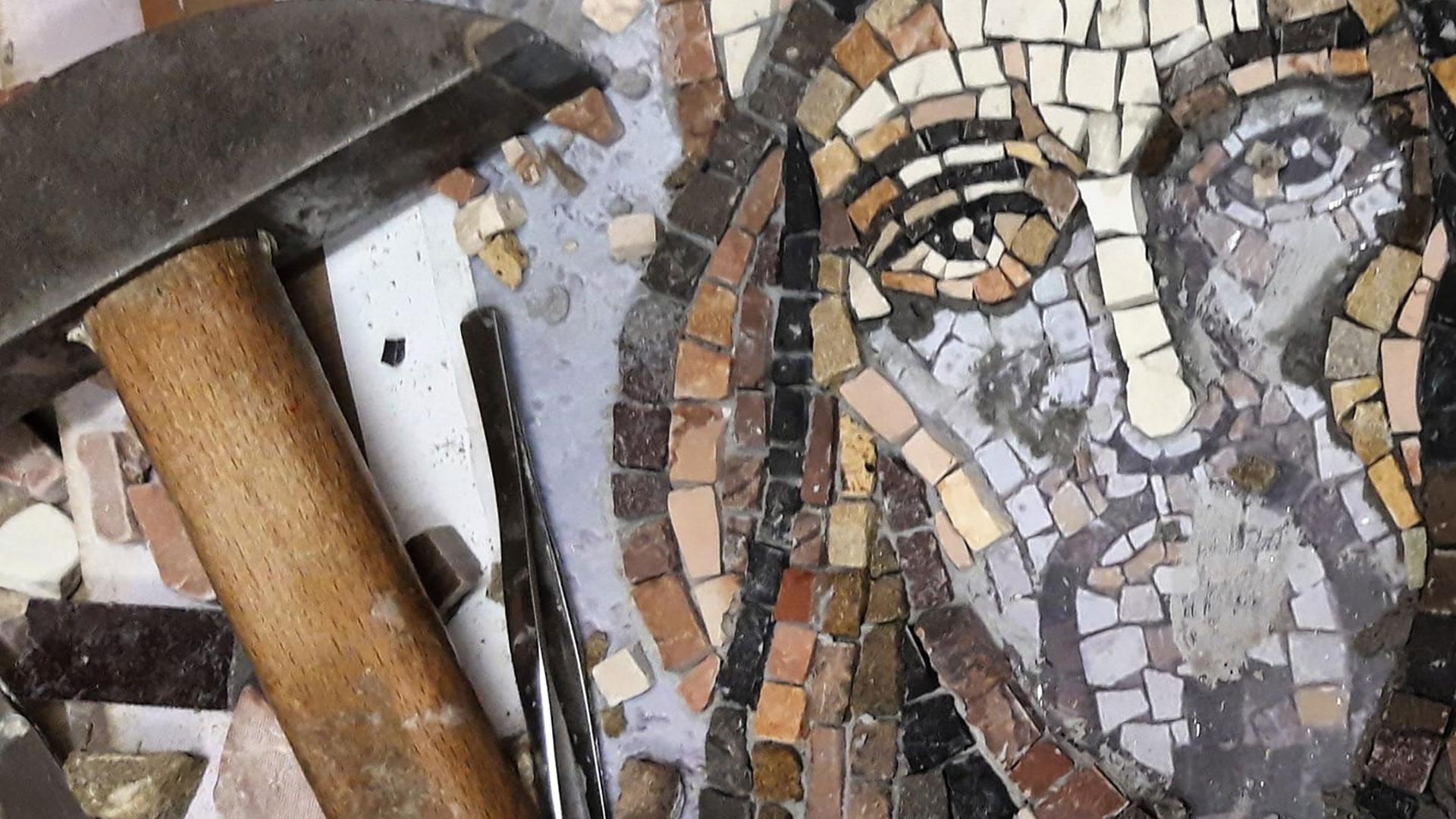 Come lavora un mosaicista