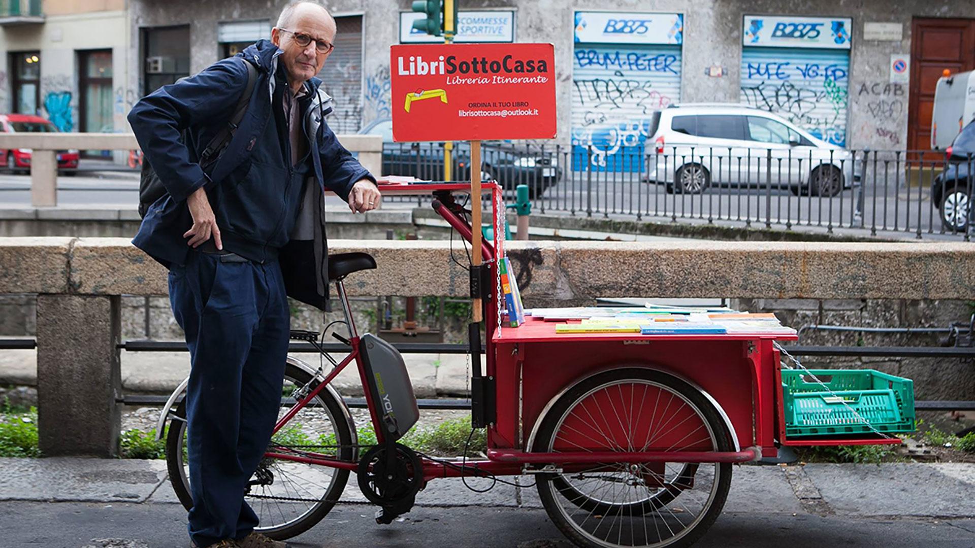 LibriSottoCasa, il libraio in bicicletta che sfida Amazon