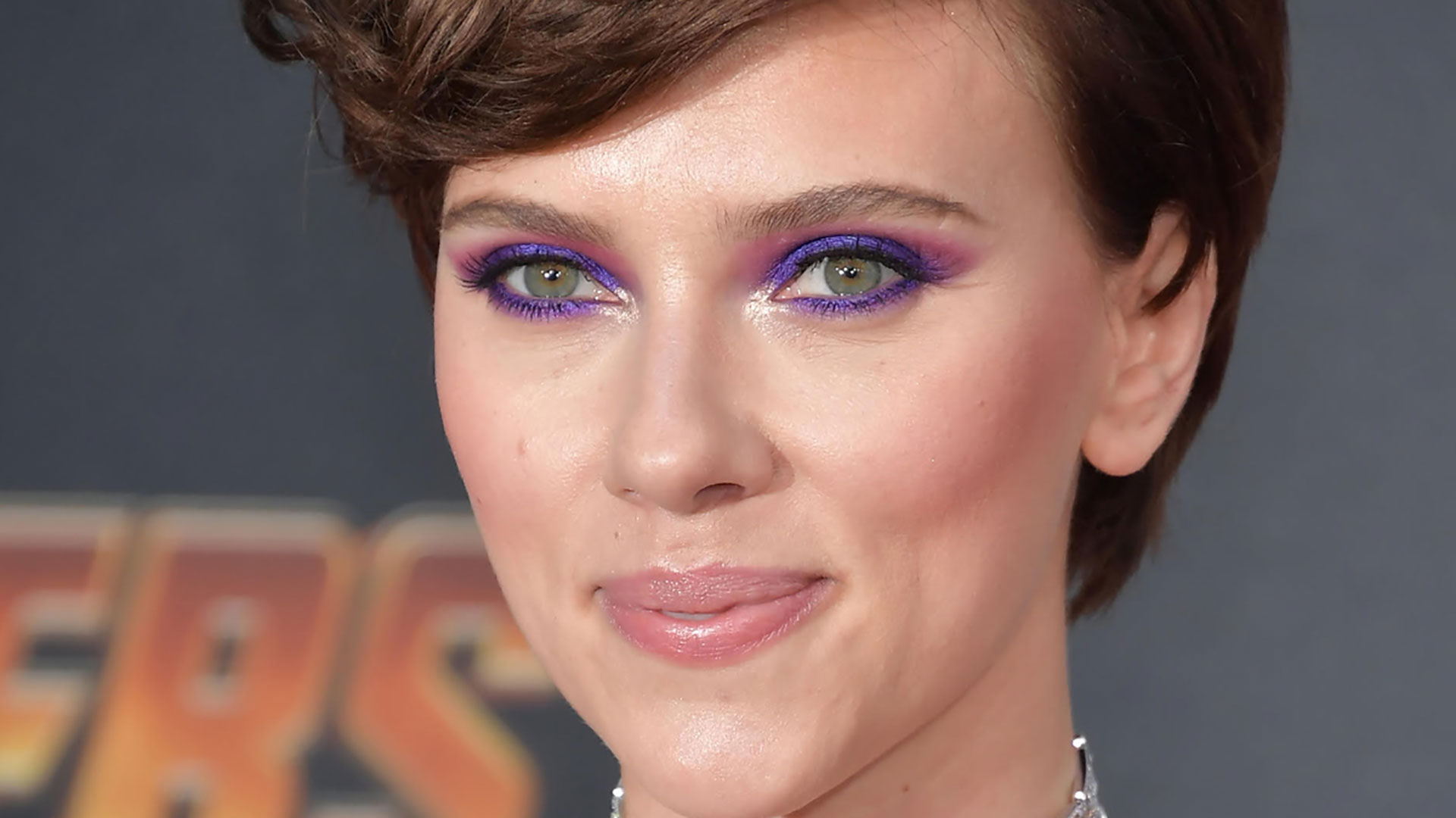 Hai gli occhi castani? Ecco quale matita abbinare al colore dell'iride: matita viola