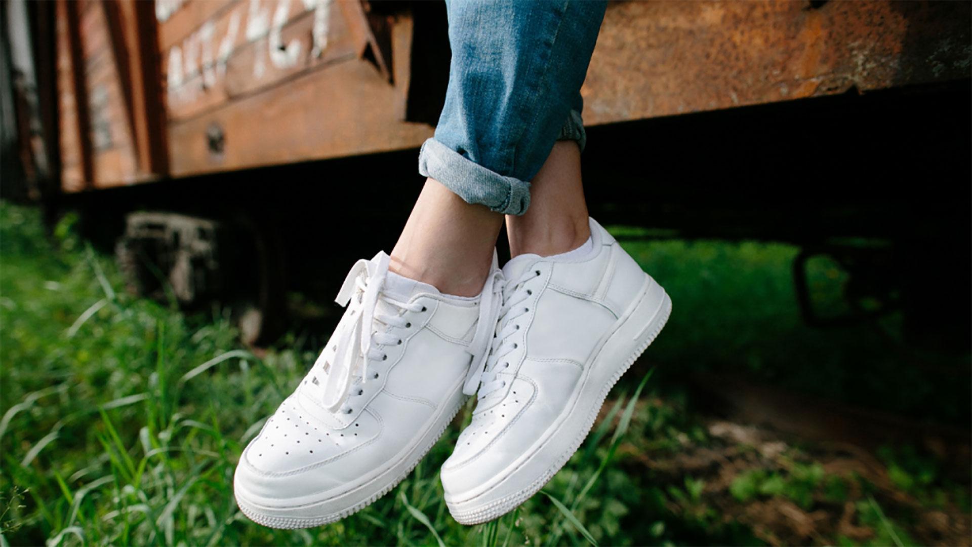 scarpe bianche versatili