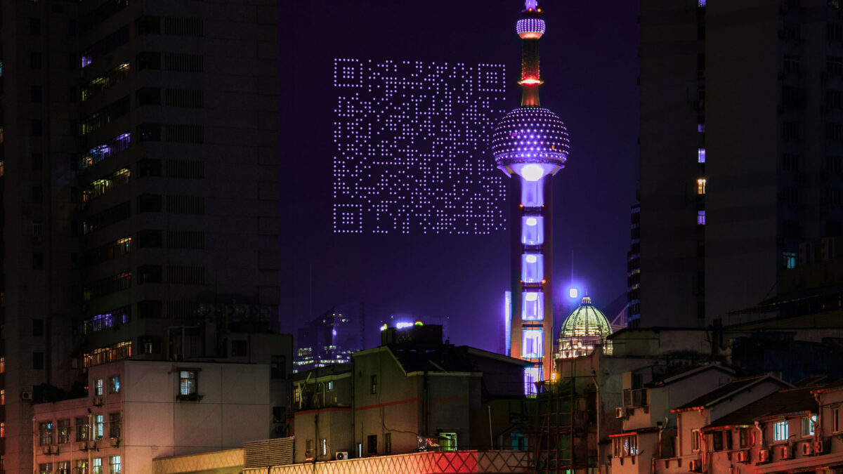 Shanghai, 1500 droni formano un QR code gigante nel cielo