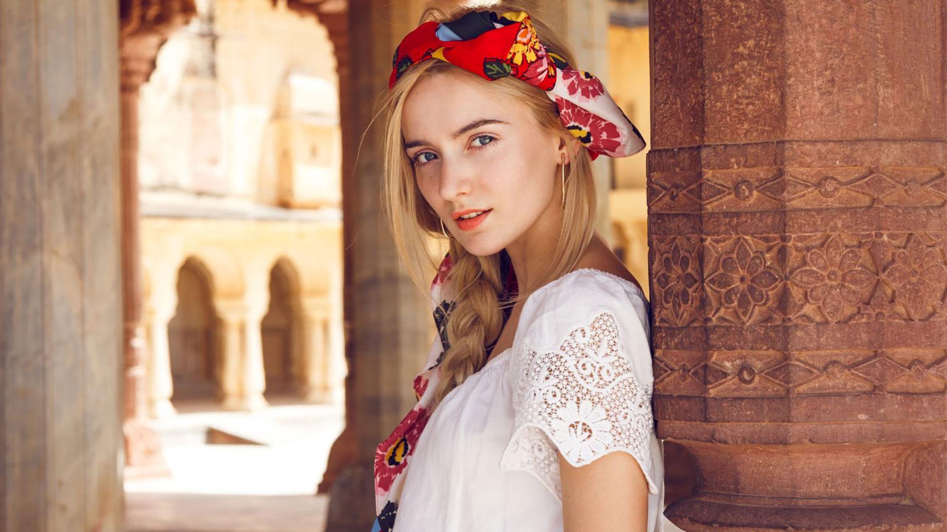 Ami i foulard? Ecco 4 modi per indossarlo durante l'estate 2021